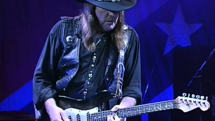 "Lynyrd Skynrd Performs ""Sweet Home Alabama"" Live 