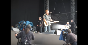 """Amazing Beat Of Bruce Springsteen's """"She's The One"""" Live"""
