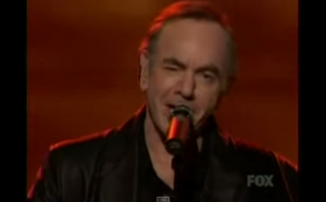 """Neil Diamond Takes Over The American Idol Stage With """"Pretty Amazing Grace"""" Live"""