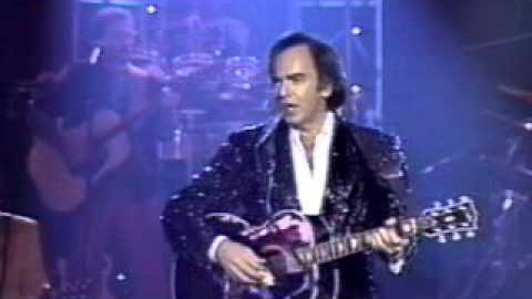 "Incredible Live Performance Of ""I Am… I Said"" By Neil Diamond 