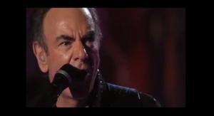 "Neil Diamond Mesmerizes The Crowd With ""Kentucky Woman"" Live"