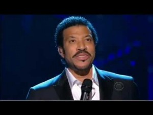 "Lionel Richie Pays Tribute To Neil Diamond's ""I Am… I Said"""
