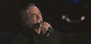 "Neil Diamond Performs ""Play Me"" Live In NYC"