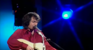 "Neil Diamond Sings The Classic ""Solitary Man"" Live"