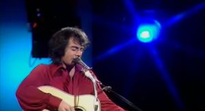 "Neil Diamond Sings The Classic ""Solitary Man"" Live"