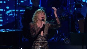 "Wonderful Live Cover Of Neil Diamond's ""Hello Again"" By Jennifer Nettles"