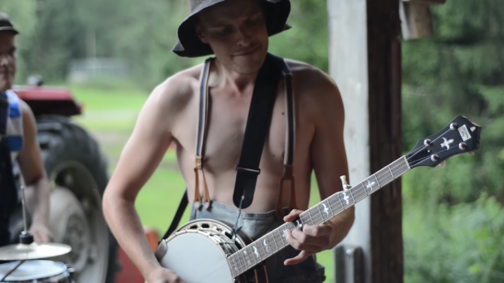 AC/DC 's Thunderstruck by Steve 'n' Seagulls (LIVE) | Society Of Rock Videos