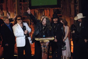 Lynyrd Skynyrd founding member dies in car crash