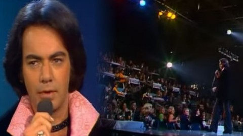 """Neil Diamond – """"Song Sung Blue"""" Live 