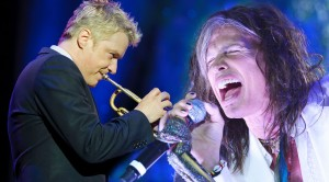 Steven Tyler Surprises Symphony Guests With 'Cryin'!