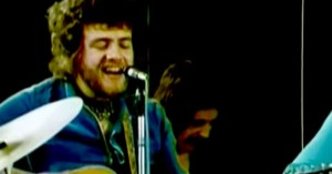 Stealers Wheel – 'Stuck In The Middle With You'