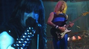 """Iron Maiden Play """"Hallowed Be Thy Name"""" Live In '85, And Guitarist Dave Murray Is A Beast"""