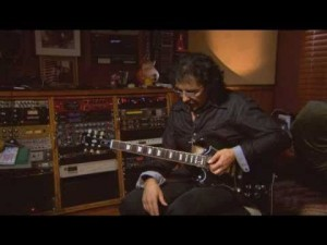 Tony Iommi Explains How He Constructs Solos