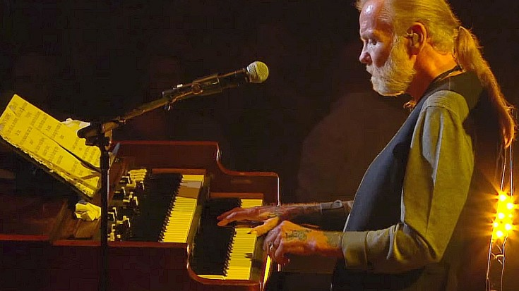 "Gregg Allman Brings ""Tuesday's Gone"" To Center Stage In Stirring Tribute To Lynyrd Skynyrd 