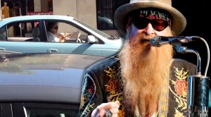 "Guy In Traffic Gives ZZ Top's ""La Grange"" The Flute Solo You Never Knew It Needed!"