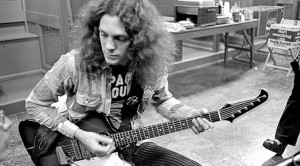 """44 Years Ago: Allen Collins Strikes Gold With Out Of This World """"Free Bird"""" Guitar Solo"""