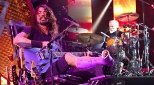 "Rock Royalty Joins Foo Fighters In ""Under Pressure"" Performance"