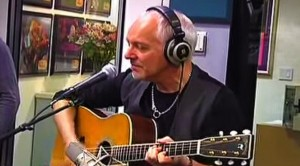 """Peter Frampton's Dreamy Acoustic Take On """"Baby, I Love Your Way"""""""