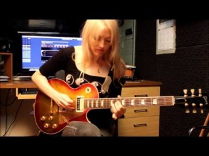 She Plugs In Guitar – What She Does With This Pink Floyd Classic Always Makes Me Smile