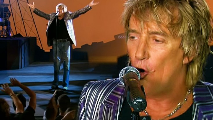 """Rod Stewart Salutes John Fogerty With Live Cover Of """"Have You Ever Seen The Rain"""" 