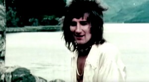 """Rod Stewart Says Goodbye To His Loved Ones In Lost """"Farewell"""" Footage"""