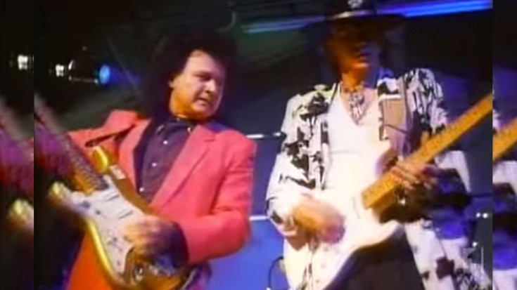 """Flashback: Dick Dale And Stevie Ray Vaughan Team Up For Explosive """"Pipeline"""" Guitar Jam 