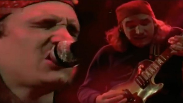 """Joe Walsh Proves His Genius In 1977 """"Rocky Mountain Way"""" Performance 