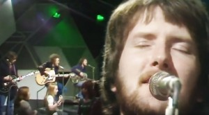 """Stealers Wheel '73 """"Stuck In The Middle"""" Performance Will Take You Back"""