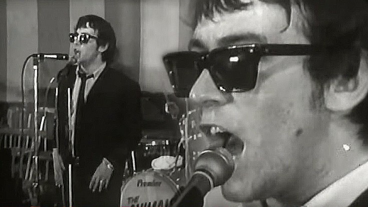 "The Animals' Eric Burdon Is The King Of Cool In ""We Gotta Get Out Of This Place"" Performance 