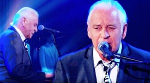 """Gary Brooker Proves He Still Has It With Touching """"A Whiter Shade Of Pale"""" Tribute"""