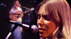 "Joni Mitchell Plays ""Big Yellow Taxi,"" And Boy – Does She Shine!"
