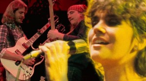 "Linda Ronstadt + The Eagles Unite For Emotionally Charged ""Desperado"" Duet"