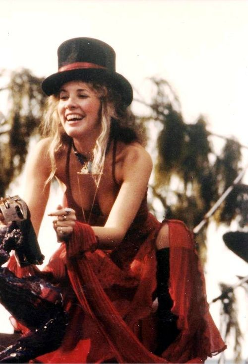 9 Uber Gorgeous Moments Of Stevie Nicks Yes You Can Bow