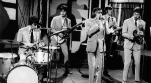 "The Yardbirds Perform ""For Your Love"" Live In '65, And Jeff Beck Is Unrecognizable"
