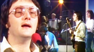 """Gerry Rafferty's '78 """"Baker Street"""" Perfomance Will Make You Miss Him More Than Ever"""