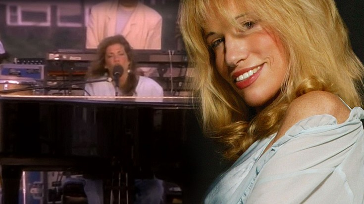 """Carly Simon Performs """"You're So Vain,"""" And You Won't BELIEVE Who It's About 