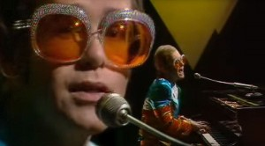 """Elton John Crashes Top Of The Pops, Dazzles Audience With """"Goodbye Yellow Brick Road"""""""