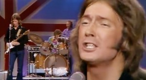 """26-Year-Old Eric Clapton Is Magic In '71 """"It's Too Late"""" Performance"""