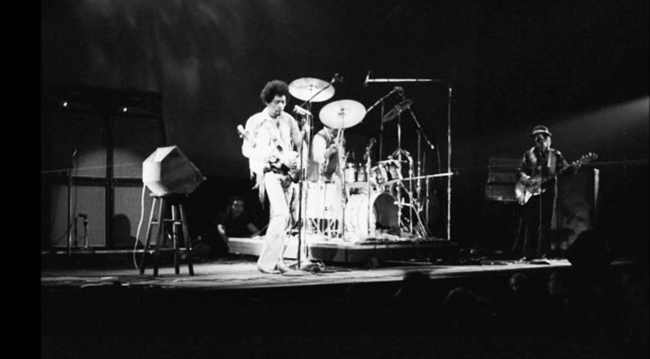 rare jimi hendrix plays last show ever with band of gypsys 1970 society of rock. Black Bedroom Furniture Sets. Home Design Ideas