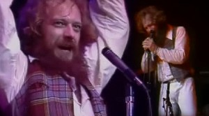 """Jethro Tull Get To The Heart Of The Matter With Compelling """"Aqualung"""" Performance"""