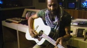 "Woodstock Alumni Richie Havens Plays ""Fire And Rain"" Like You've NEVER Heard It Before"