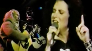 "Grace Slick Joins Crosby & Nash For Moving ""Wooden Ships"" Performance"