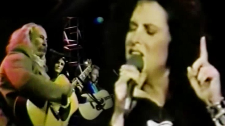 "Grace Slick Joins Crosby & Nash For Moving ""Wooden Ships"" Performance 