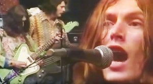 "Traffic's '72 ""Dear Mr. Fantasy"" Performance Shows How Great Steve Winwood Is"