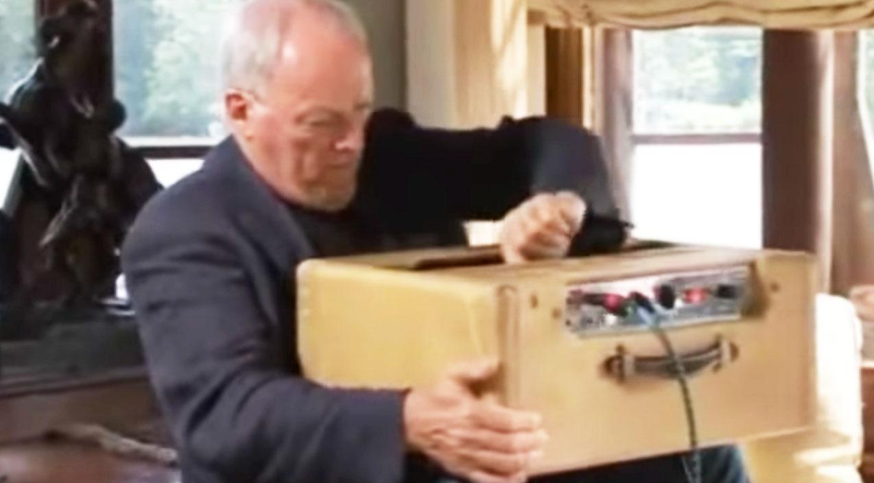"David Gilmour Explains How He Gets That ""Gilmour Sound"""