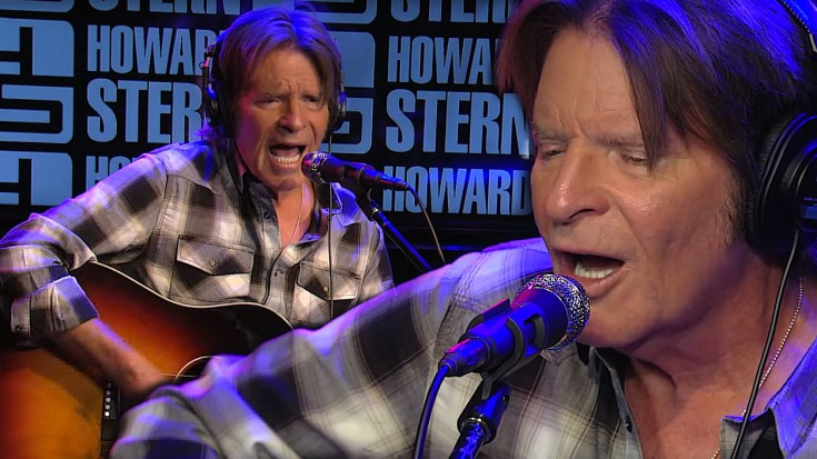 """John Fogerty Rocks The Howard Stern Show With Acoustic """"Have You Ever Seen The Rain"""" 