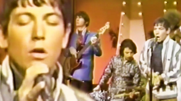 """26-Year-Old Eric Burdon Is Unstoppable In """"When I Was Young"""" Performance 
