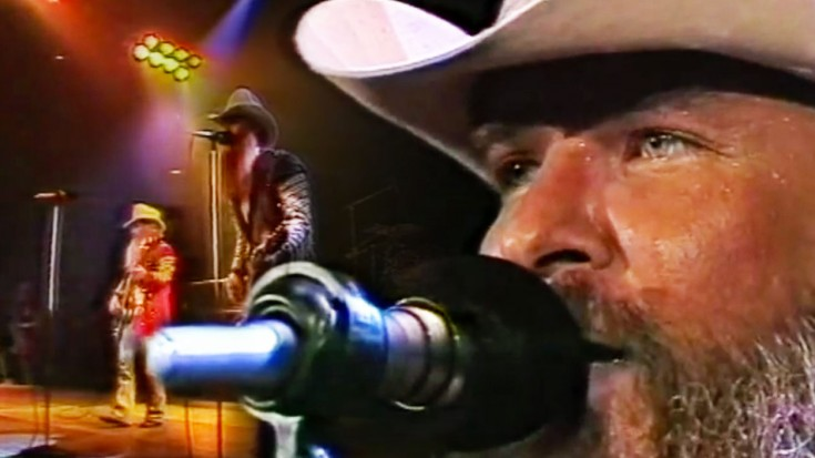 """ZZ Top Brings Crowd To Knees With '82 """"La Grange"""" Performance 