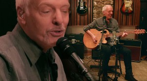 """Frampton Conquers Fear, Triumphs With Stunning Acoustic Take On """"Do You Feel Like I Do"""""""