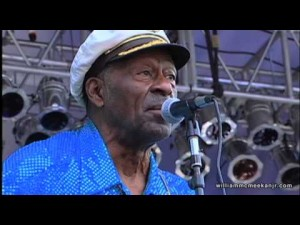 "89 Year-Old Chuck Berry Still Has It! Rockin' ""Roll Over Beethoven"" And Shredding"